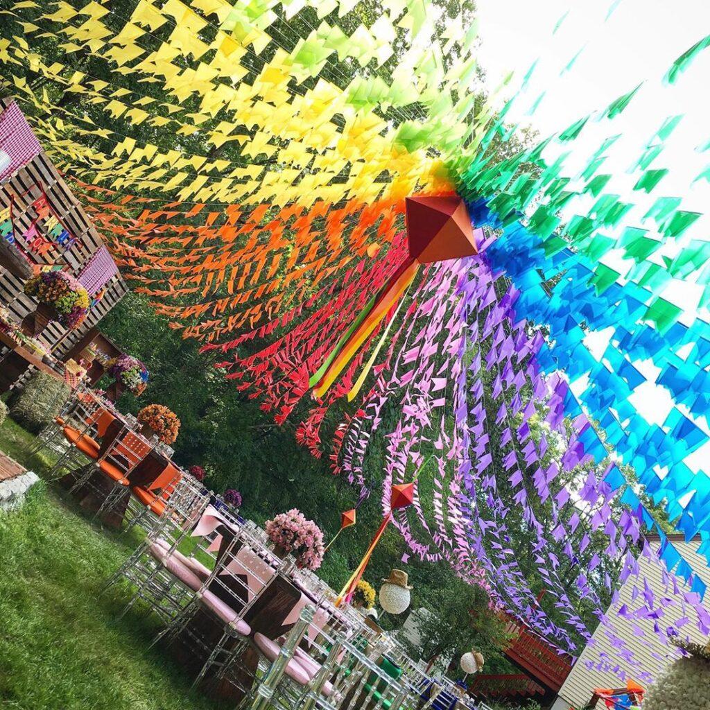 balão de festa junina fitas coloridas