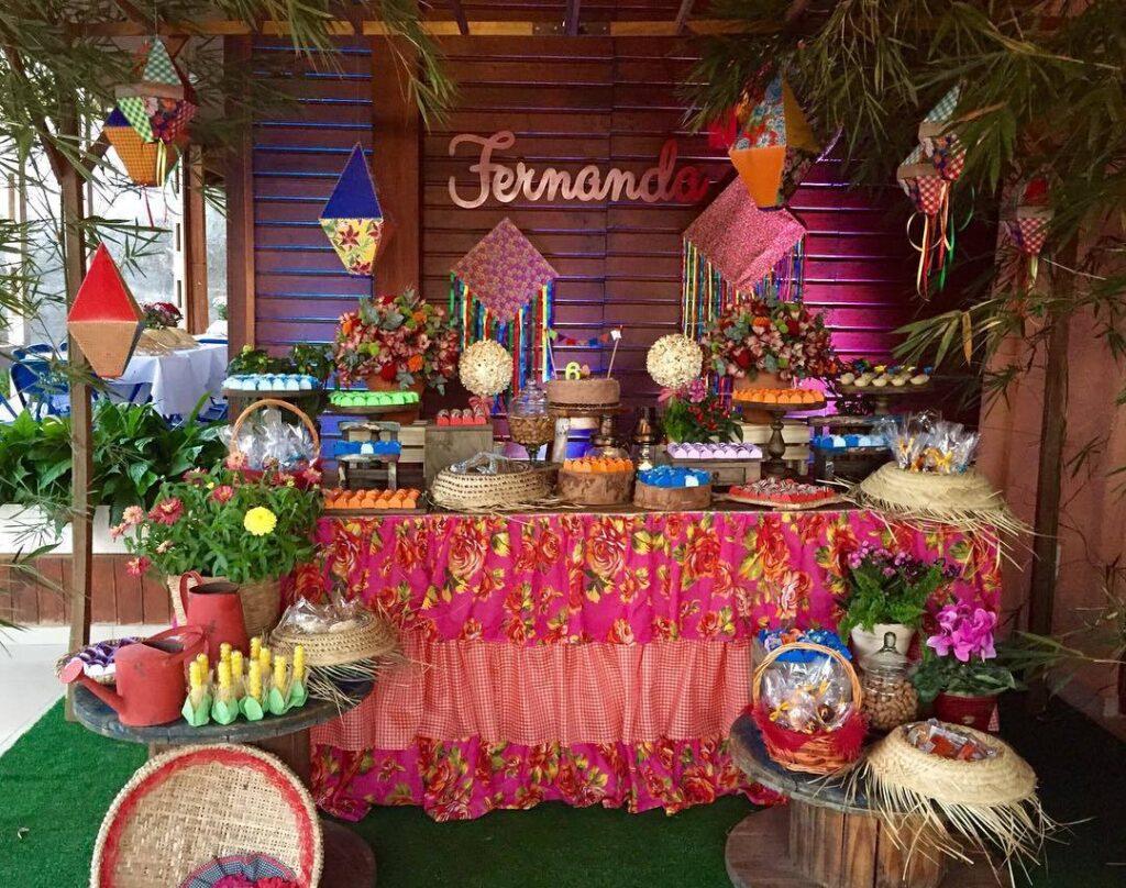balão de festa junina mesa