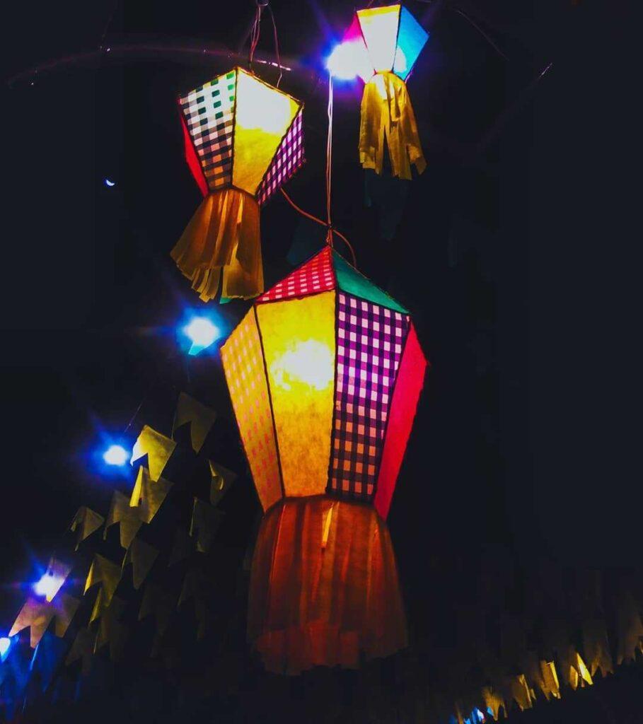 balão de festa junina noite