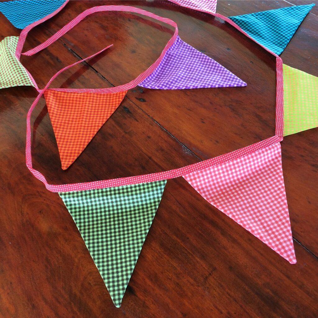 bandeirinhas para festa junina triangular